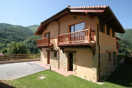 CHALET 4 PERSONAS CON JACUZZI: PICOS DE EUROPA - Stadswoning