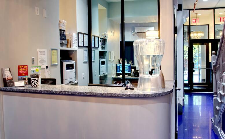 Chelsea Inn Hotel - Studio Private Bathroom