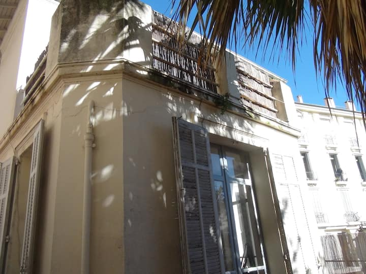 Room with terrace in villa center Cannes
