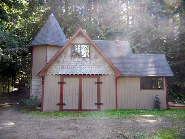 OFF GRID cabin in Port Angeles