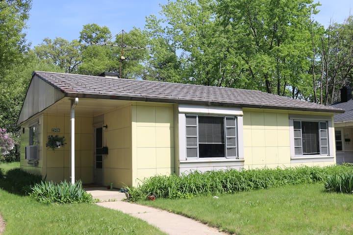 Mid Century Time Capsule: Detroit's Lustron Home