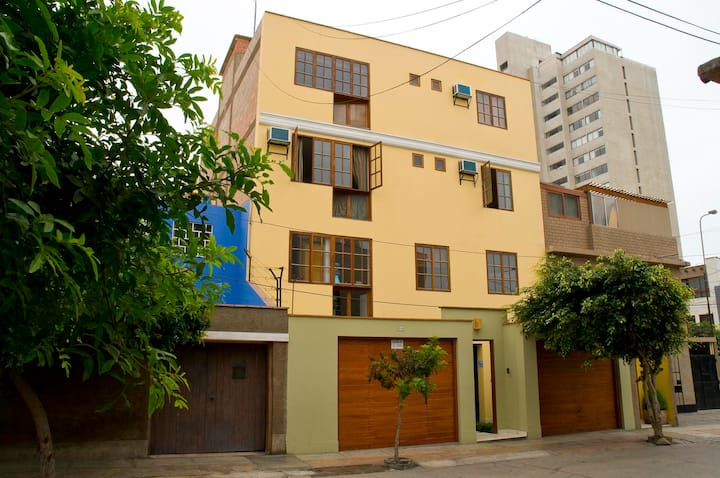 Casa de Baraybar, Hospedaje en Miraflores