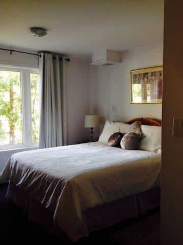 TWO BEDROOM APT, BETWEEN MTL AND KWKE CASINOS!