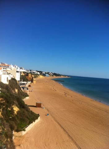 close to beach and nightlife sleeps 2 - Albufeira
