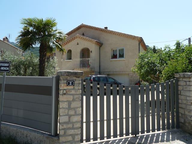 Appartement de charme dans villa Provencale - Buis-les-Baronnies - Leilighet