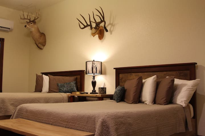 Whitetail Suite @ Two Hats Ranch