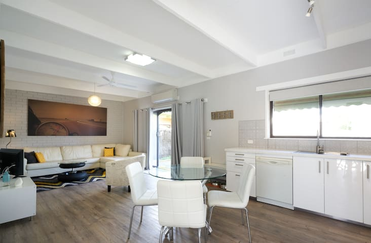 Just Beachy - newly renovated & pet friendly.