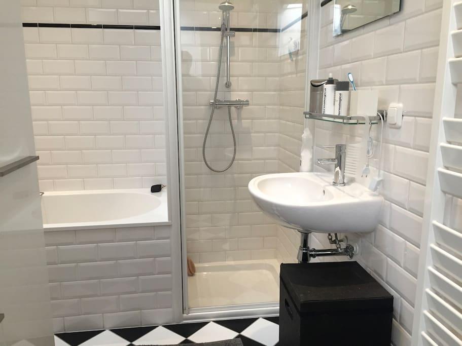 Nice and clean bathroom