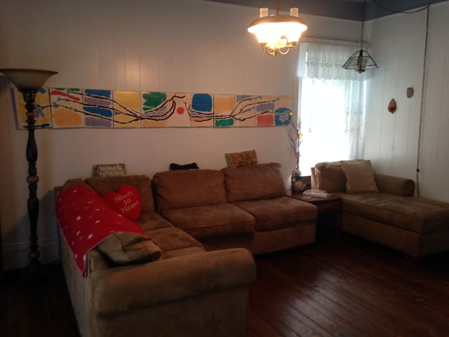 small room with couch and desk - Pennsauken Township - Ev