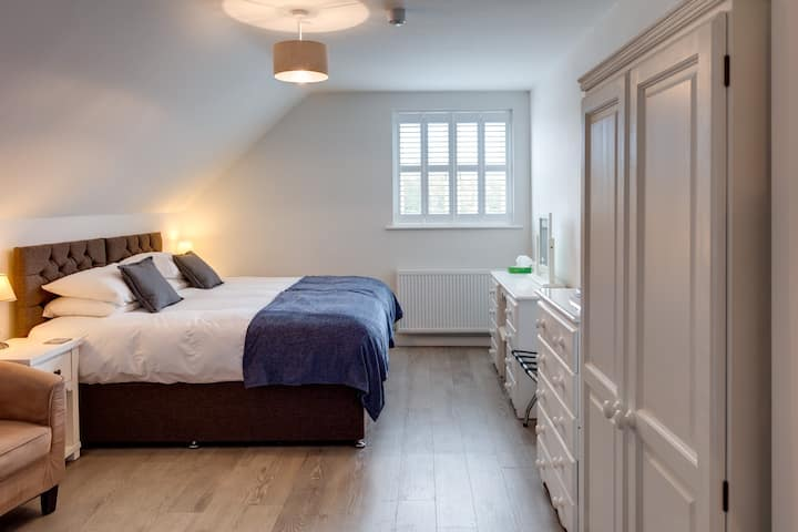 Cotswold Hare - Room 3 - Family Room