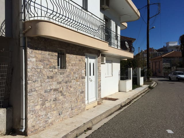 Studio apartment next to port and city centre - Mesolongi - Departamento