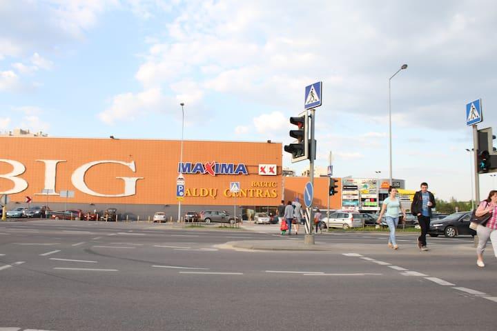 BIG shopping center and picerias