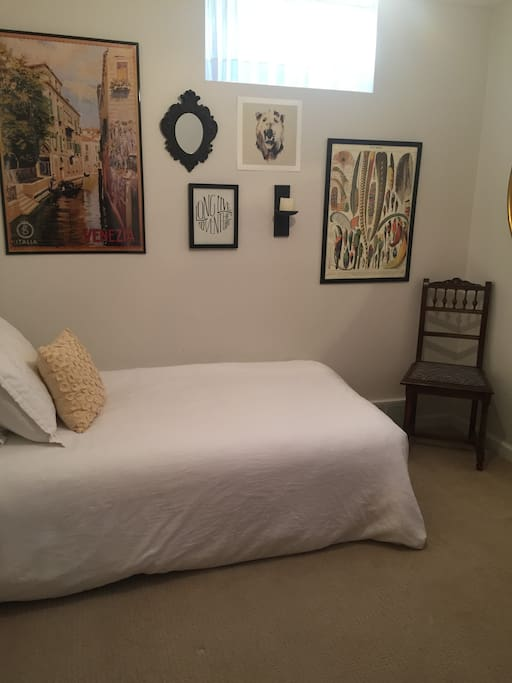 Cute bedroom with a twin. Can add an air mattress.
