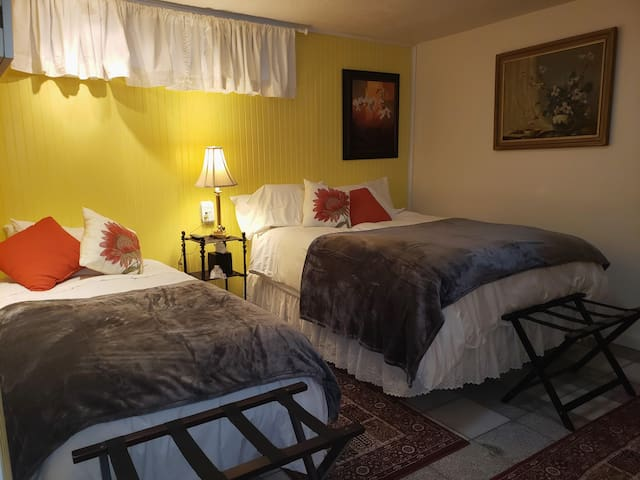 The flower room with a queen bed and and tempurpedic vibrating adjustable bed.