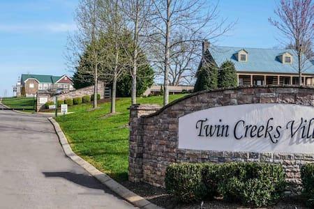 Twin Creeks Village & Marina - Kat'sTownhouse
