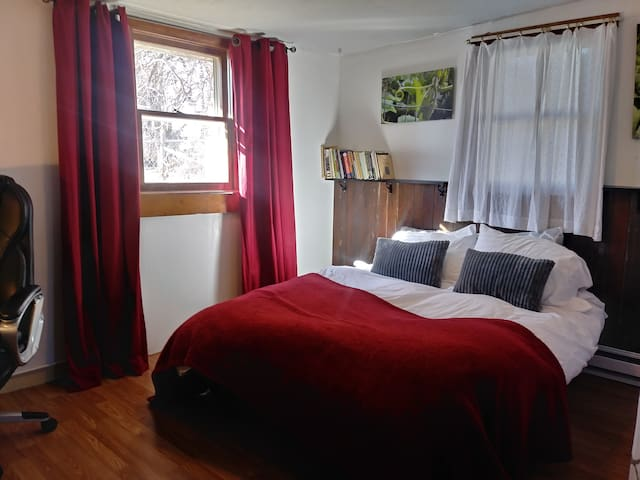 The Red Room at Edible Eden Cottage