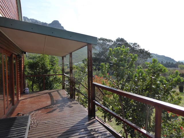 Bains Kloof Cabin on the banks of the river