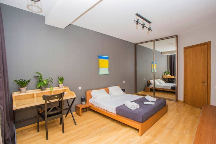 ★ Modern Apt. for 3, next to Rooms Hotel ★