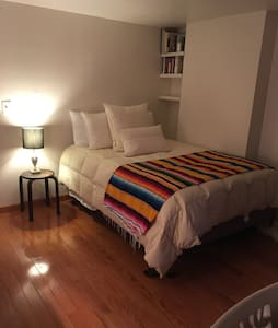 Large Private Room in Quiet BK Heights Apartment - Brooklyn - Pis