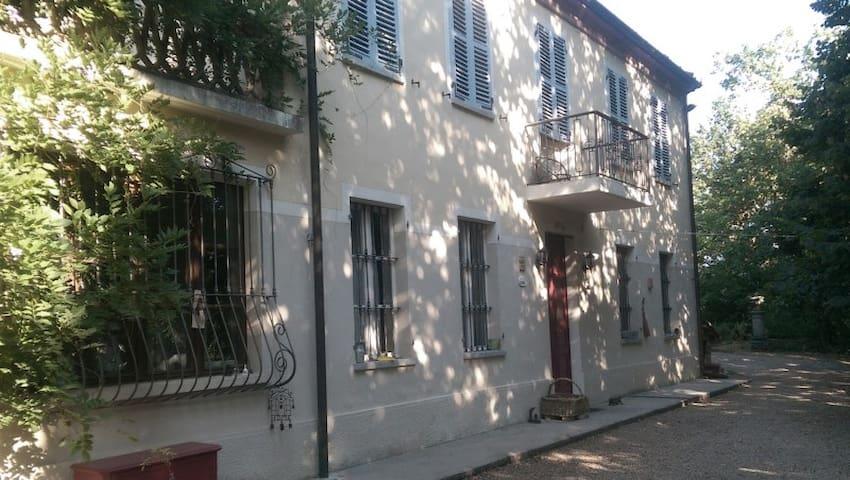 Il Segnalibro, Una Casa nel Verde - Asti - Hus