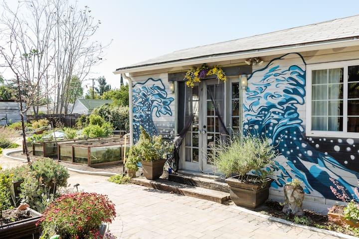 "Award-Winning ""Recycled"" Guesthouse, Rose Bowl/JPL"