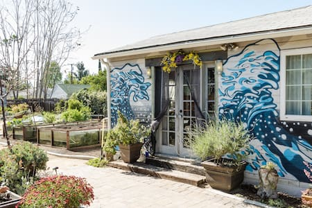 "Award-Winning ""Recycled"" Guesthouse, Rose Bowl/JPL"