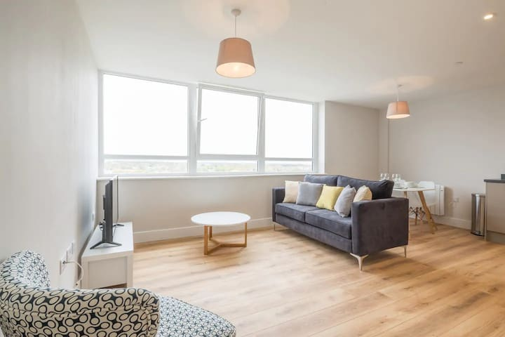 Astounding & Deep Cleaned Apartment in Stevenage❢