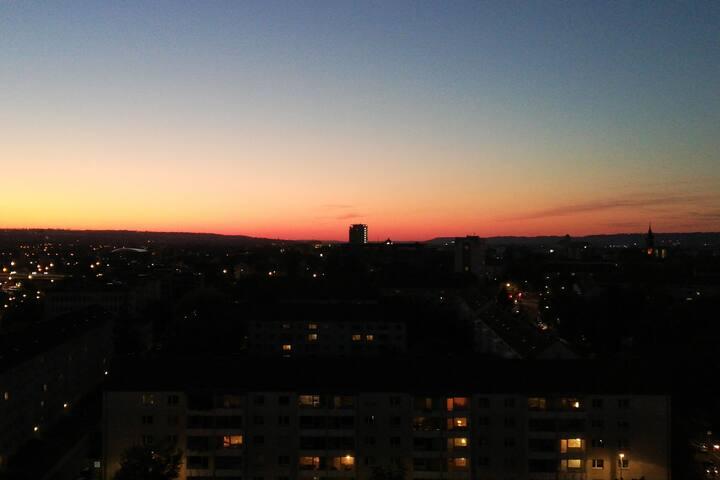 Ausblick von dem vorhanden Balkon bei Sonnen Untergang.