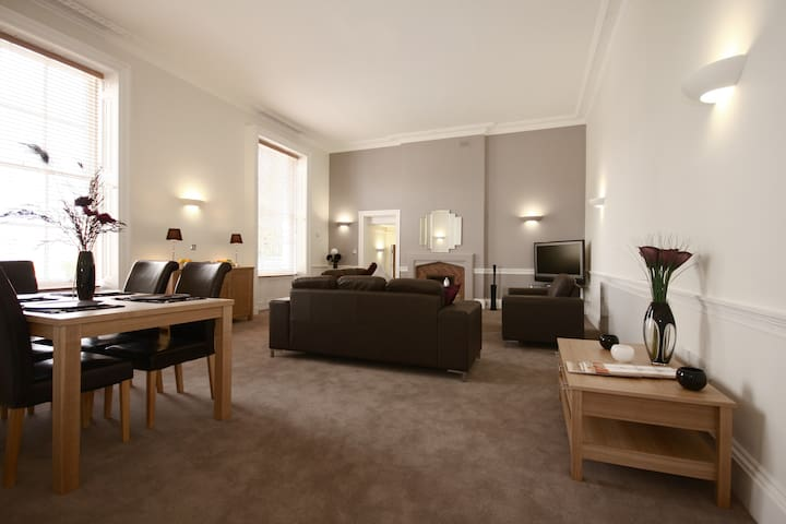 MH2 Fully Serviced Apartment, Free Wi-Fi, SKY - Wokingham - Apartament