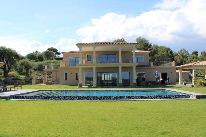 Villa Azuréenne -  chambre n°1 vue montagne et mer