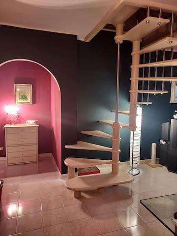 Scala interna per accedere alla stanza posta al secondo piano.