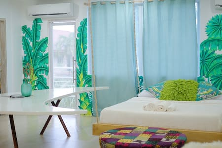 Glam beach themed room w/ balcony - Daire