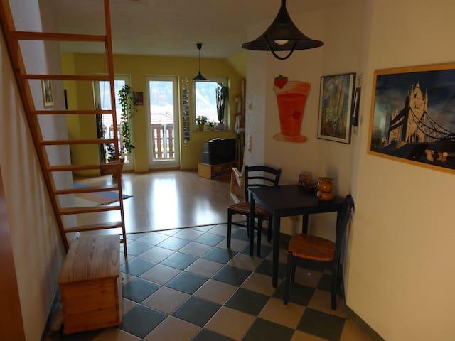 Gemütliche Wohnung unterm Dach mit tollem Blick