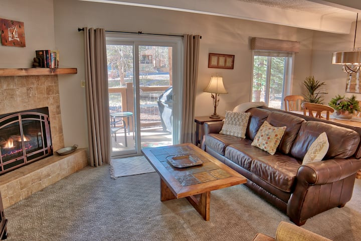 Columbine Condo - Ski Getaway at Peak 9 in Breck!