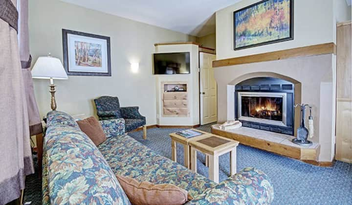 **1br Suite in the Heart of Squaw Valley w/ Pool**
