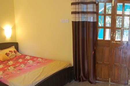 Yellow Room in Calangute - Calangute - Hus