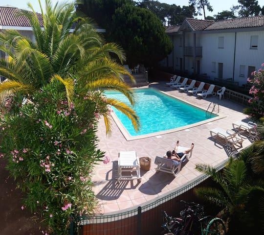 Triplex piscine à 50 m du bassin et des commerces
