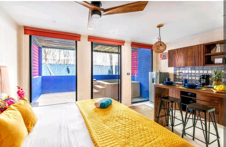 Mexican & chic Apt W private pool, Gym and yoga