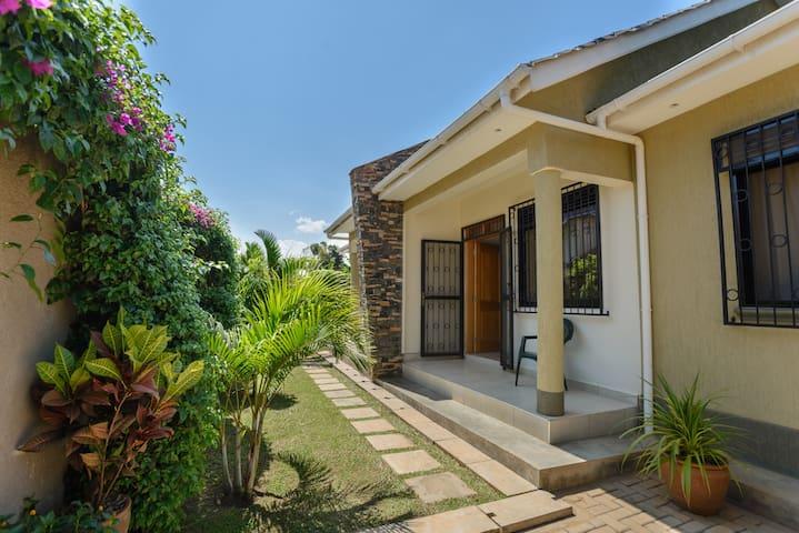 Charming 2BD semi-detached house 2 - Kampala - House