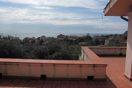 Monolocale in villa luminosa - Diano Marina - Huoneisto