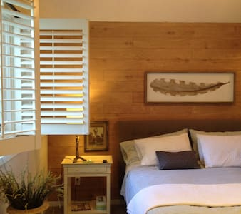 King suite with private bath and kitchen access - Talo