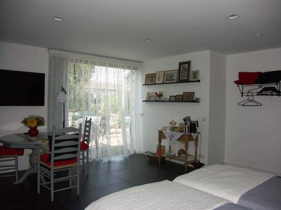 Moderne kamer met eigen ingang bed breakfasts te huur in zetten gelderland nederland - Moderne tuin ingang ...