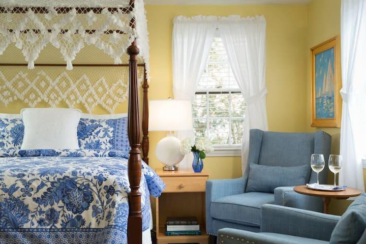 Seven Sea Street Inn - Guest House Queen Canopy