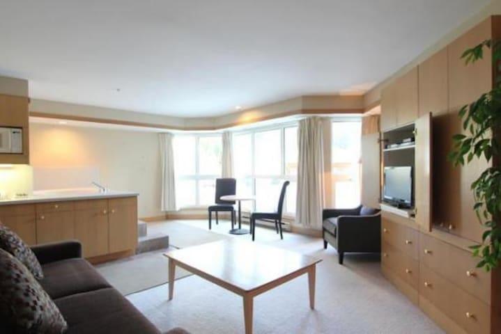 Beautiful Studio - Steps away from Blackcomb Lifts - Whistler - Apto. en complejo residencial