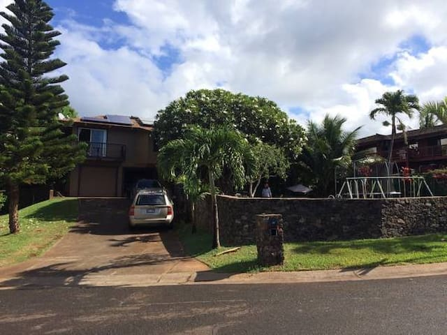 Large Family Friendly House/Yard-Block from ocean - Lahaina - House