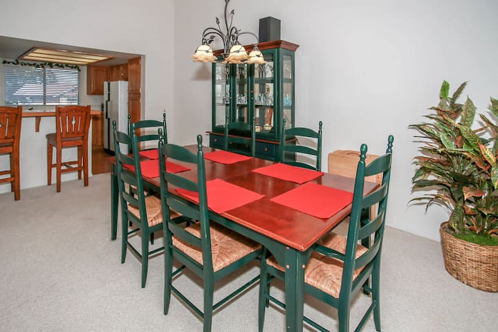 *SKIING BEAR CONDO~GOLF/SKI/ZOO MODERN CONDO~BBQ~Kitchen~