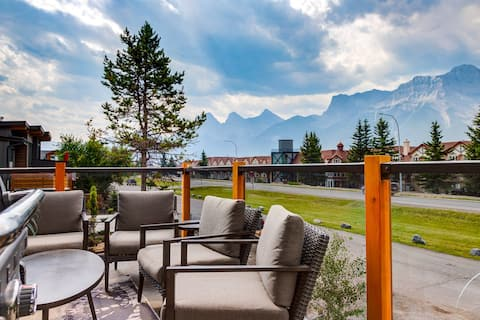 Magnificent /n Luxurious 4BR stay near Canmore DT✪
