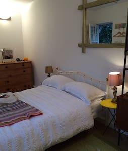 Detached room in centre of Wells - Wells