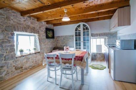 Stone House perfect vecation for 6 - Prolozac Gornji - Haus