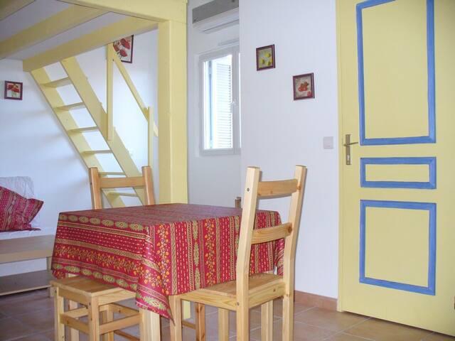 HYERES Charmant studio dans le centre historique